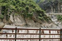 在虎跳峡感受到了大自然带来的震撼。