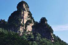 张家界国家森林公园内的黄石寨景区 可能是最合适游客步行爬山的一个区域,上山或者下山的单程大概45-6