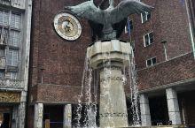 市政厅门口的雕塑