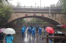 #壮丽70年—网络名人看商洛# 来过很多次棣花古镇,这一次却以大雨形式迎接了我们。或许因为下雨,镇上