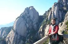 今年国庆假期三登黄山。初登黄山是2006年的冬天,一天间风云雨雪,阴晴更替,尽情地领略了大自然的神奇