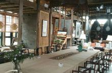 在肥东巢湖岸边的长临河镇,这是一个以前的粮仓改建的,放了一些油画,还有未兰书屋,环境很优雅,还没改键