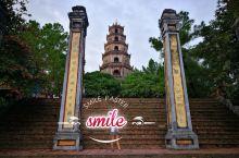 顺化的天姥寺,也算是比较出名了,传说中风水极佳的龙脉,就建在香江边。寺里有着7层宝塔,据说每一层里面