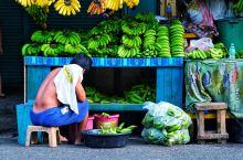 宿务清晨,漫步热闹多彩的卡尔邦市场~ 宿务是菲律宾第二大城市,但是还是难掩贫穷,很多地方给人感觉像中