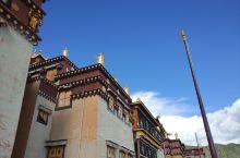 """松赞林寺有""""小布达拉宫""""之称,但毕业旅行那时去过布达拉宫,对比之后还是逊色很多,但对于有信仰的人来说"""