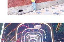 武汉,一个出门都是地铁的地方,交通无忧; 热干面、石头饼、各种馍,随便一个小店的都很好吃,武昌鱼、排