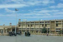 杰伊瑟梅尔,一个沙漠上的石头城,很有特色的地方。入住的酒店Thar vilas,是一家荒漠上的城堡式