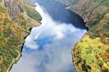 """峡湾是挪威最有代表性的景观,甚至连地质专家都将挪威称为""""峡湾国家"""",只有在欣赏了挪威西海岸连绵不绝的"""