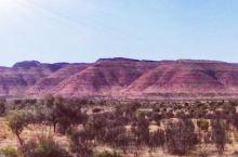 澳洲北领地之旅第六日~爱丽丝泉。 在爱丽丝泉停留两日。城区很小,却是极具民族特色,到处都是原住民的身