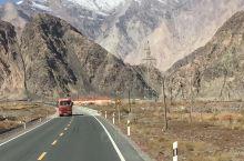 中巴边境公路上看雪山,胡杨林,在金草地看美丽晚霞,在喀什古城看人文建筑,在阿克苏品最新鲜的苹果,这三