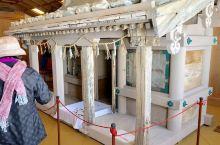 立山黑部惊喜之旅之四。 在室堂站內展示了前人在山顶建造的神庙。跟着便是搭乘全球最长的无支架高山吊车