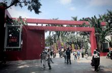 莲花山公园是深圳最佳观景公园,也是最热]的公园之一,莲花山公园位于深圳市中心区的最北端,莲花山公园占