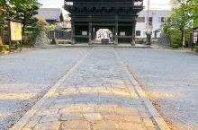 足利鑁阿寺Banna-ji, 武士家族足利的氏寺。春天的樱花和秋天的金色银杏很出名。末二图是被喻为日