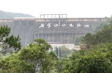 笔架山公园观景台看到的新丰江大坝,爬爬山很舒服,免门票