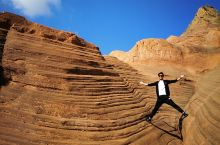 大地年轮,时光印痕,数万年风雨的冲刷雕琢出了一个奇妙的红岩世界!榆林,波浪谷