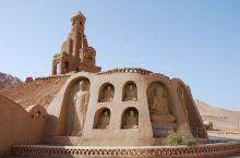 万佛宫景区位于吐鲁番市高昌故城的入口处附近,火焰山景区的背后,是一个新建不久参观点。