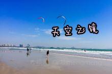 金銮湾的镜面海滩,每当退潮时平滑细腻的海滩犹如一幅巨大的镜子,清晰的倒映出蓝天白云和嬉戏的人们。