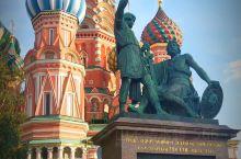 11月7日我们刚看完红场阅兵式,今天就来看看这里。莫斯科红场原名托尔格,意为集市。1662年改为红场