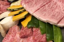 当地排名第一的牛肉店,各种牛的部分吃到爽!重要的是白菜价。牛肉超级嫩,入口即化,各种蘸料也很给力。如