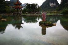 """鹅泉位于靖西市,自古就是靖西八景之一,绿水青山、亭台楼阁、乡村田园,在这里都可以感受到。""""鹅泉跃鲤三"""