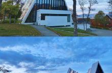 教你玩转北极大教堂  特罗姆瑟,拥有原生态的自然风光和静谧的古老村庄,是我一直还想再去的地方,因为它