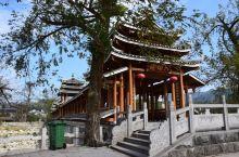 五岭最大者四百里越城岭山脉的最高峰神猫顶,为华南第一高峰,地处广西省桂林市兴安县华江瑶族乡。峰顶为一