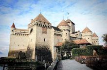 法意瑞游之瑞士西庸城堡,瑞士的环境真的是不用再用词语来修饰,蓝天白云衬托出的这个城堡真的适合拍照,这