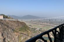岳陽平江縣石牛寨國家地質公園。  玻璃棧道和玻璃吊橋很好玩;山不高,這種天氣走起來不紅不喘,很舒服的