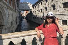 叹息桥(Ponte dei Sospiri)建于1603年,是连结着总督府和威尼斯监狱的一座巴洛克式