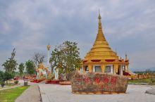"""没走过一个与佛教有关的景点,就会了解关于它的民间传说。 """"勐焕大金塔座落在芒市东南部海拔一千零七十九"""