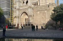 西班牙首都马德里以西不到100公里处,就是闻名遐迩的托莱多古城。古城人口不过六万,却吸引了每年数百万