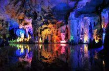 颛顼龙洞是国内少有的洞中有水流的山洞,而洞内的负氧离子含量更是居全国第一,堪称攀西、蜀国第一洞。来龙