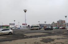 潢川火车站很小,站前广场却很大,但只是大而已,杂乱无章。