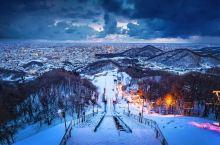 白色恋人公园,一座由厂房改装建成的英伦风欧式古典城堡,是札幌最不容错过的一站。 它有著名的白色恋人巧