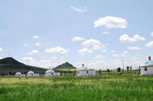 木叶山旅游度假区是翁牛特旗境内的一个旅游景点,它是辽代契丹族的发祥地,历史文化渊源,有白马青牛的传说