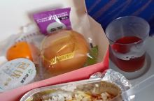 飞了一天,正宗飞机餐。