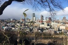 穿过広瀨川大桥时风很劲!爬上山是爱宕神社。站在山上西望能看见隐隐的白色观音大士。向东北方向望去是仙台