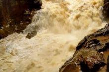 地下瀑布的宏伟壮观