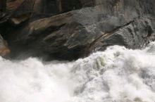 云南·香格里拉中虎跳峡   看视频仍然无法感受到站在那里时内心都被汹涌澎湃的水流带动着快速跳动起来的
