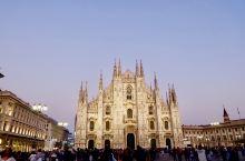 世界五大教堂之一:米兰大教堂  【景点攻略】 详细地址:米兰大教堂坐落于米兰市中心的大教堂广场上,建