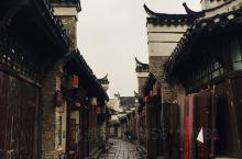 安徽省合肥市三河古镇在安徽省,是有名的国家5A级旅游景区。位于合肥市肥西县南边,三河古镇总共的占地面