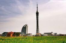 前几天去海安出差,住了一晚。海安也是江苏南通市的一个县城,人口不多,最近几年的经济增长很快。