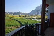 到云南罗平九龙瀑布游玩,选了九龙瀑布旁边的一家依泉园酒店,在那里住了一晚上,周边环境好,绿水青山,酒