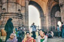 很喜欢印度,一个神秘的国度,它的服饰也独具特色。印度服饰文化源远流长,多姿多彩,在世界服饰文化中有着