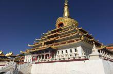 色达东嘎寺,是藏传佛教宁玛派白玉传承的著名寺院之一。 位于四川省甘孜藏族自治州色达县金马草原的东嘎山