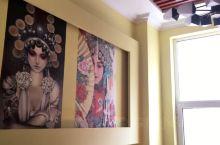 泥锅麻辣串——店里环境比较清新,优雅,还具有艺术性。食材也很丰富,可供多种口味人群的选择。