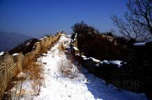 长城在北京这个地区有好几处可以供大家游玩,箭扣长城是一处还没有完全规划完善的长城游人可以自由上下,但