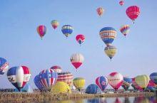 """不仅仅是拍照!很开心一起欣赏""""佐贺气球Festa""""表演 在晴空万里的画布上,五彩缤纷的气球点缀着壮观"""