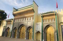 金色的铜门