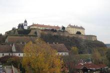 塞尔维亚诺维萨德多瑙河岸边的彼得罗瓦拉丁要塞,建于罗马帝国时期。